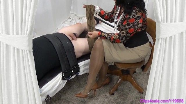 Domina mamma gives tied sub slow cook jerking