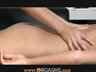 Orgasmi adolescente in età legale ha un massaggio lesbico