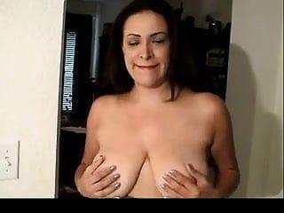 Bushy mamma muestra su botón de amor bvr