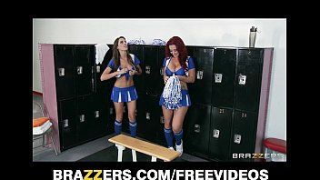 2 hawt lesbo cheerleaders begin an fuckfest in the locker room