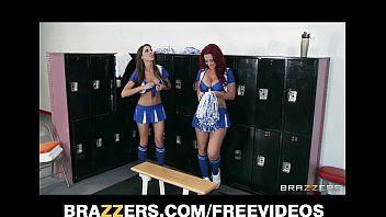2 hawt lesbo cheerleaders iniziano un fuckfest nello spogliatoio