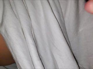 I grandi sacchi di latte arabi pendenti impeccabili ricevono spremuti