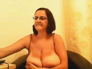 Mamma al seno che mostra le sue tette-webcam