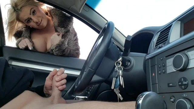 Paja en público-extraño digitación mi wang en el auto en estacionamiento público chica